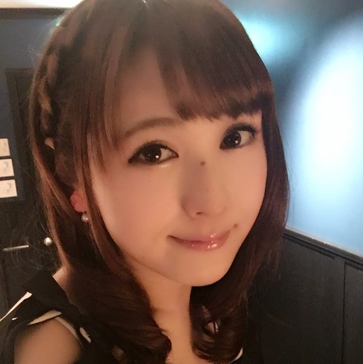 椿姫彩菜さん写真